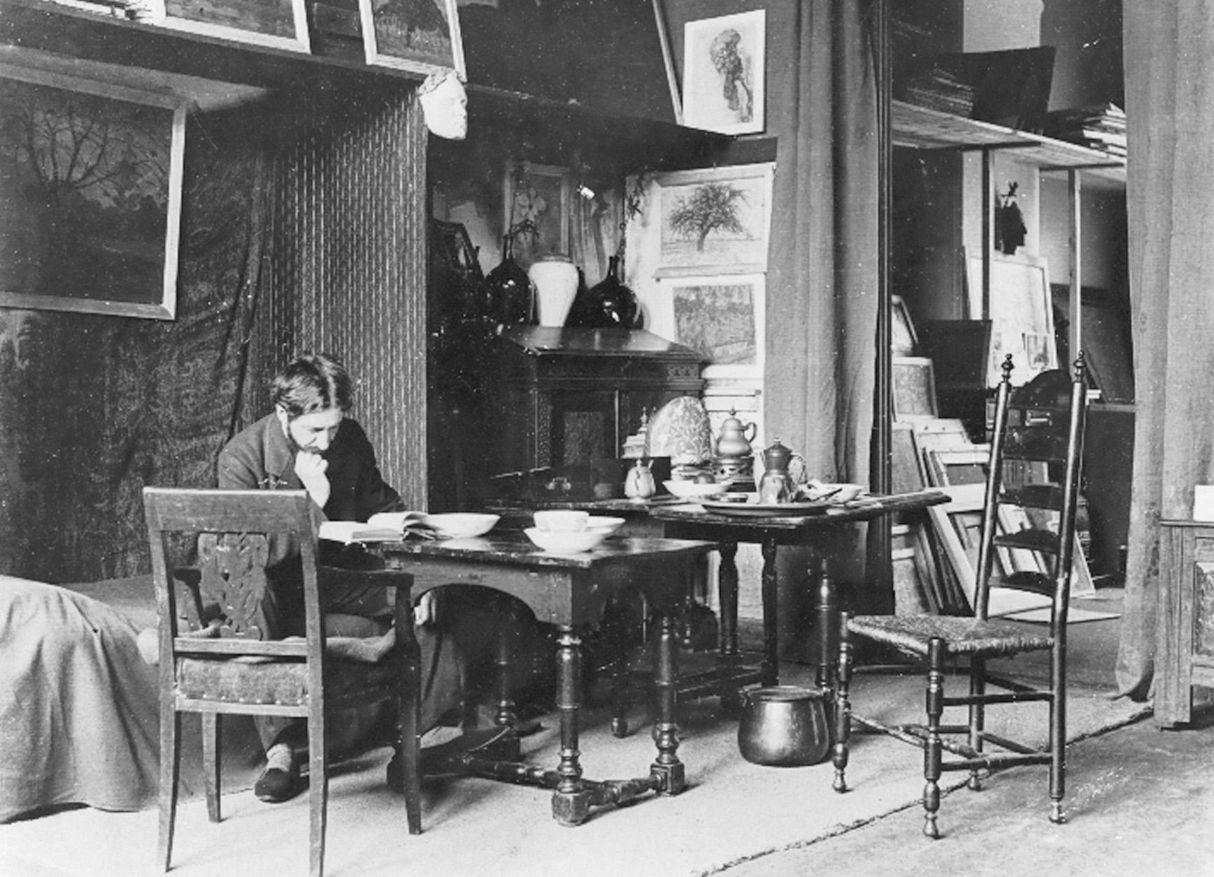 Пит Мондриан (Piet Mondrian) в своей художественной мастерской