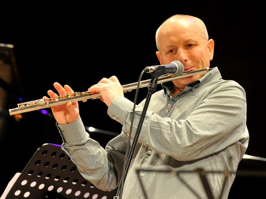 Константин Седовин (вокал, флейта, перкуссия)