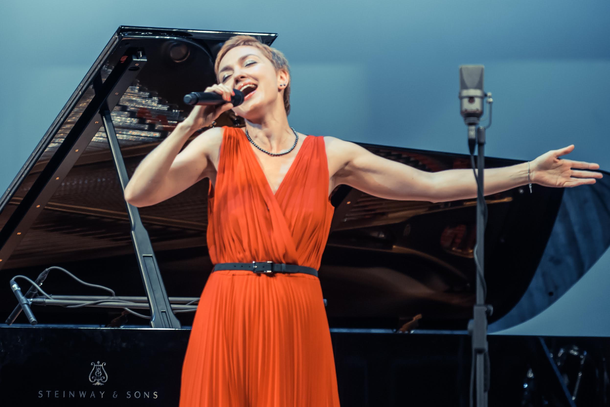 Знакомства джазовая певица москва знакомства один, два раза онлайн.тверь