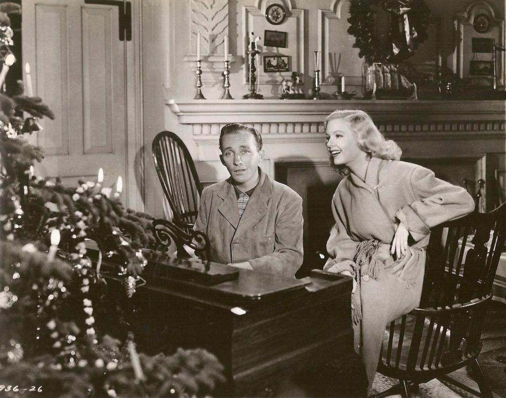 "Бинг Кросби: книга о джазе, личной жизни и карьере. Автора Гэри Гиддинса ""Bing Crosby Swinging on a Star The War Years"""