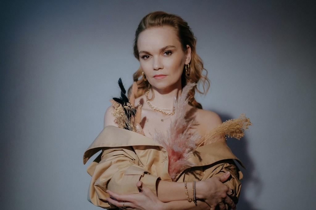 Саша Алмазова - сингл Оркестр