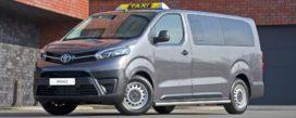 Toyota komt met taxi waar veel grote reiskoffers in passen