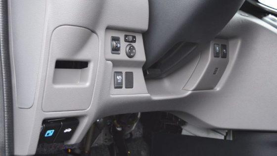 Met een schakelaar op het dashboard ontgrendel je de klep om te kunnen laden