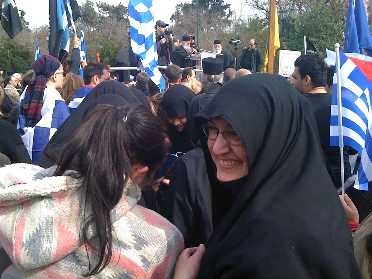 Монахини на митинге