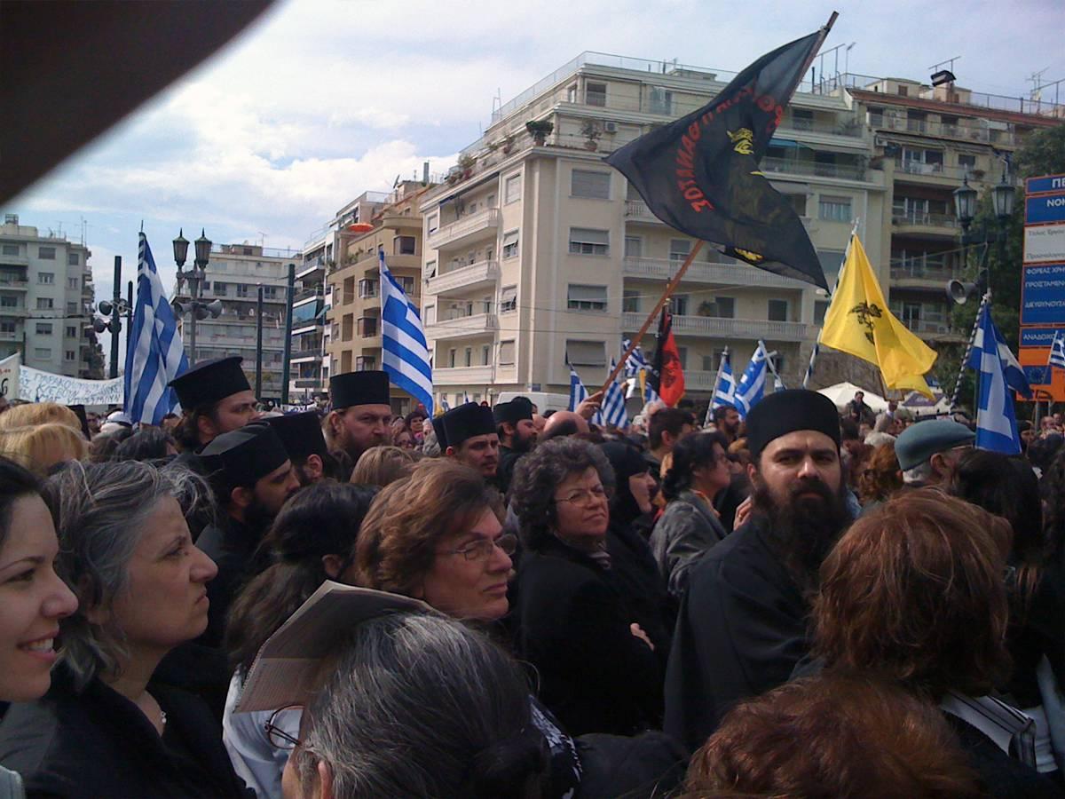 Православные монахи. Митинг.