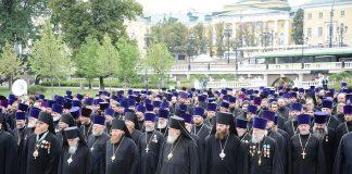 Такое количество одних пастырей и совсем без овец прямо жутковато смотрится