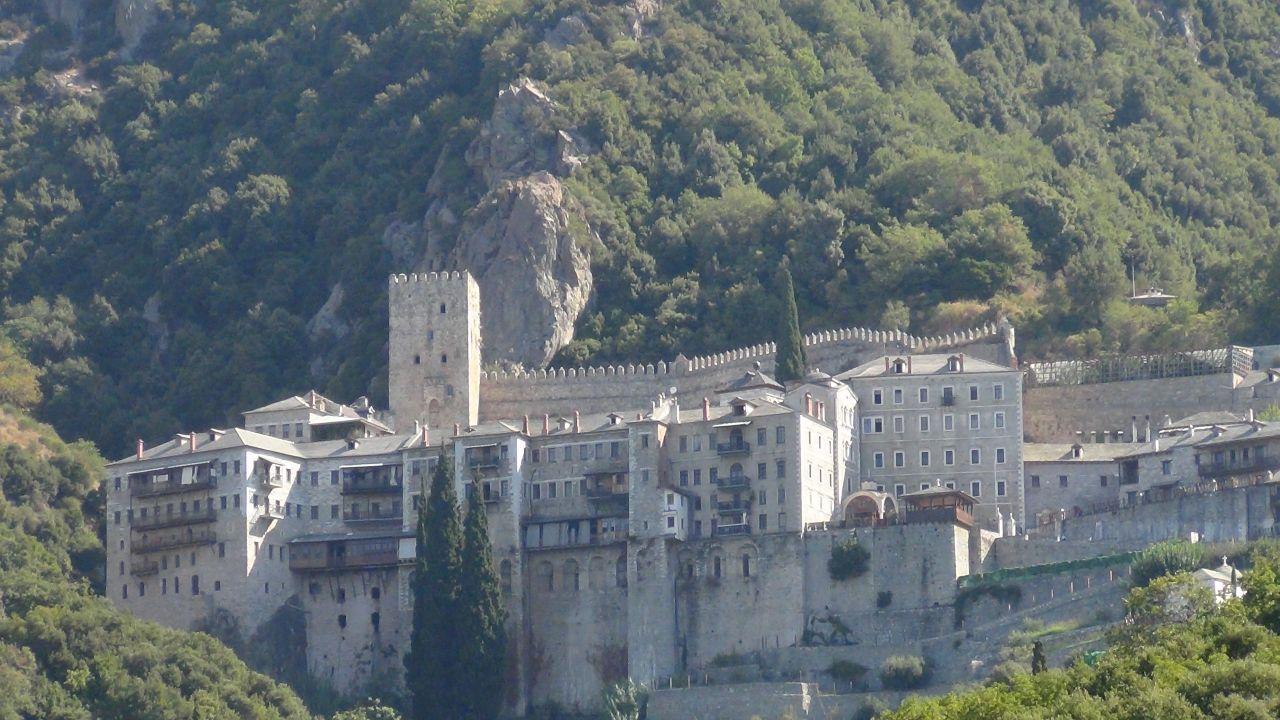 Монастырь Агиу Павлу. Здесь находятся Дары волхвов.