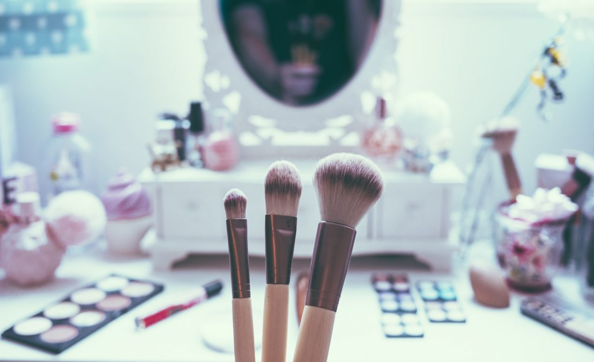 make-up-brushes-in-front-of-mirror