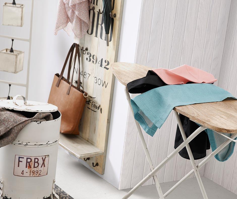 Ce portemanteau en bois de palettes apportera élégance et fraîcheur à votre entrée!