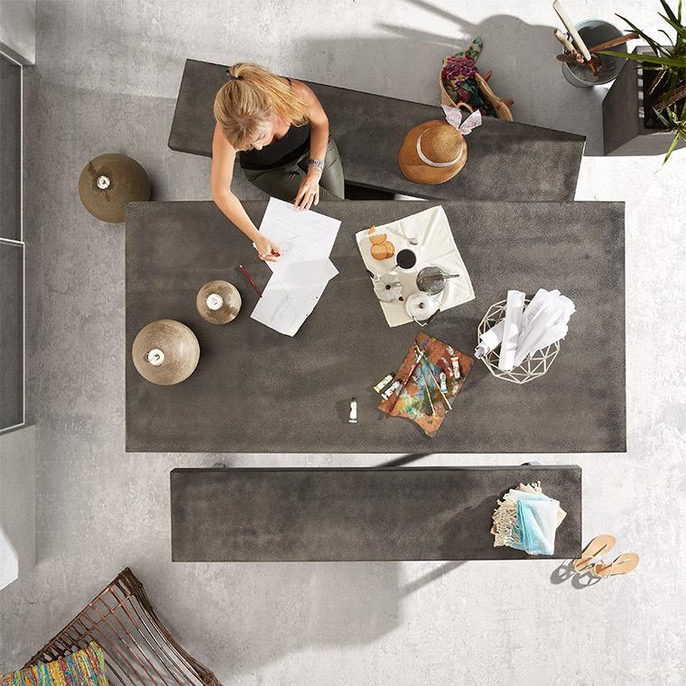 Des bancs pour gagner de la place dans votre salle à manger
