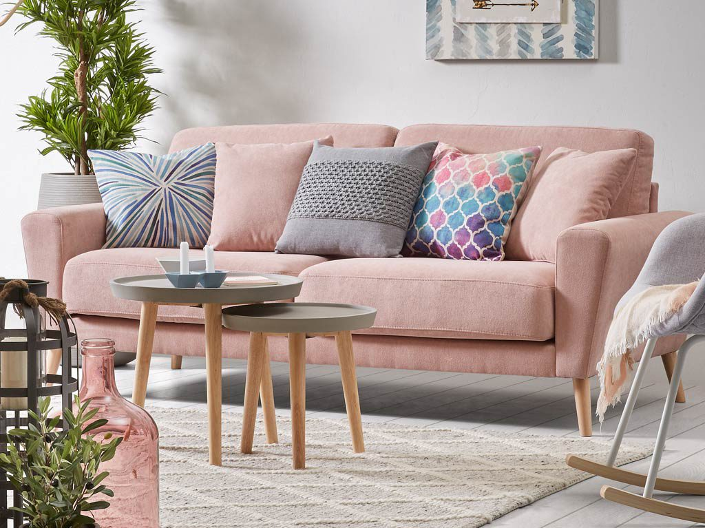 millennial pink-rosa-sofá-decoración-muebles