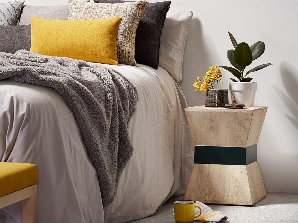 otoño-decoracion-interiorismo-cojines-mantas-interiores-portavelas1