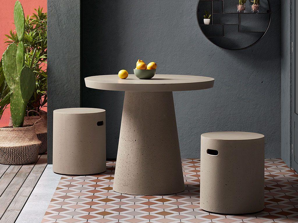 exterior-diseño-outdoor-silla-mesa-cemento-decoracion-interiorismo