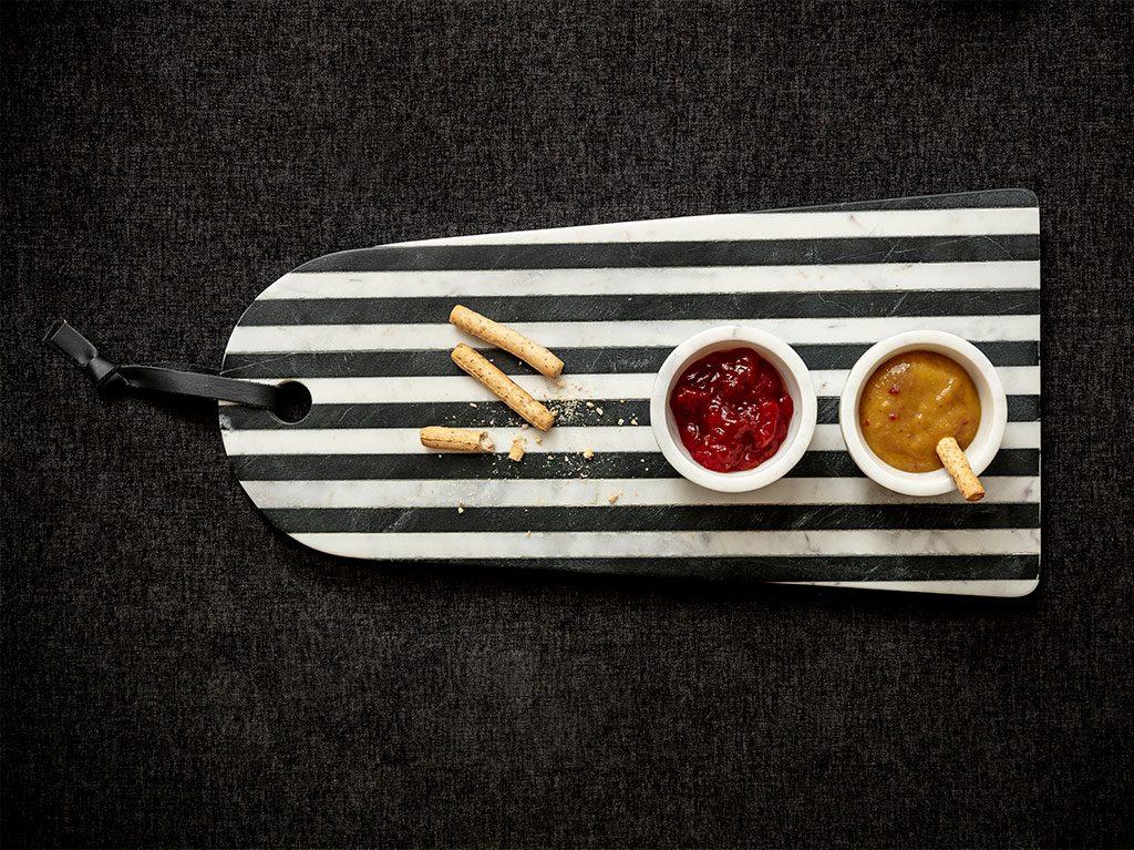 dia-del-padre-pongo-regalo-diseño-interiorismo-tabla-cortar-marmol-mesa-rayas