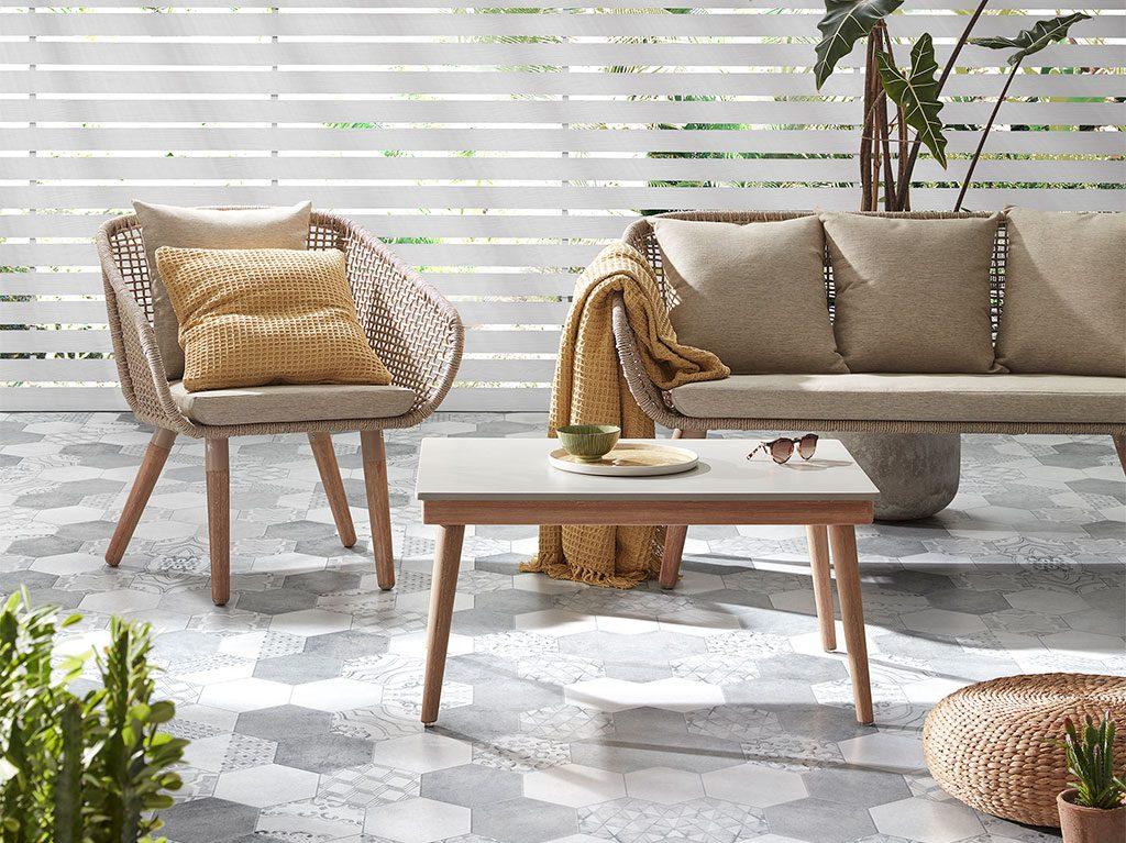 interiorismo-diseño-madera-cemento-cuerda-mesa-sillon-sofa-exterior
