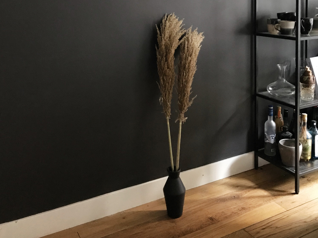 interior-natural-materials-sofa-plants-4