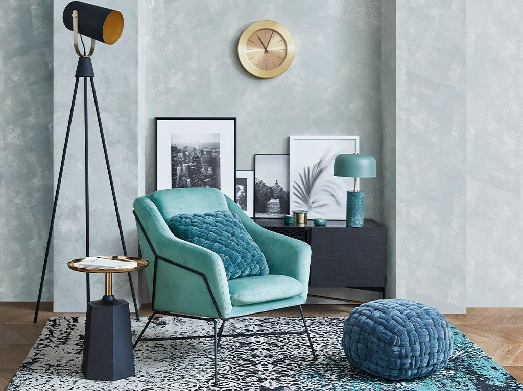 interiorismo-diseño-madera-metal-dorado-salon-recibidor-butaca-sillon