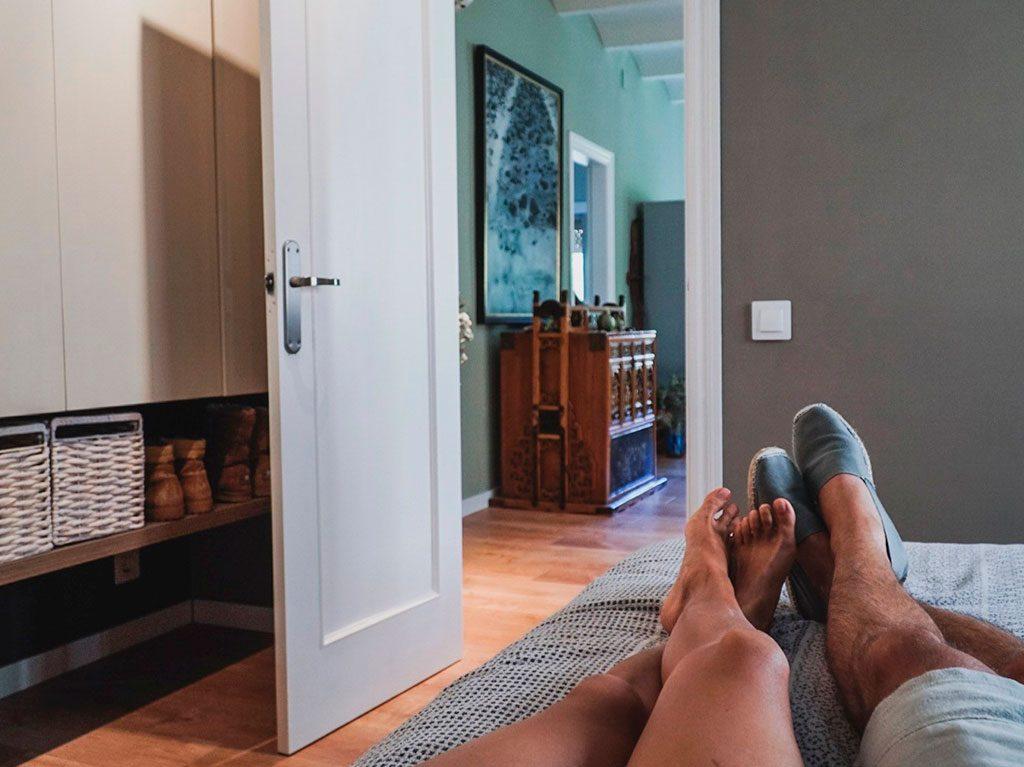 slaapkamer-alessandra-oram-kave-home-interieur-decoratie-3-1024x767