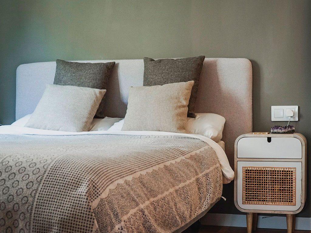 slaapkamer-alessandra-oram-kave-home-interieur-decoratie-4-1024x767