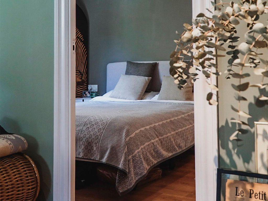 slaapkamer-alessandra-oram-kave-home-interieur-decoratie-6-1024x767