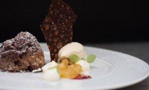 Schokoladenkuchen & Soufflé mit Birnensalat