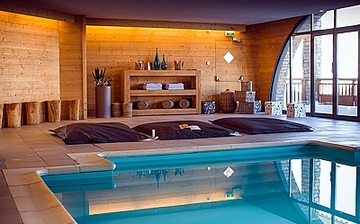 Hotel kaya   les menuires    piscine %2810%29   klein