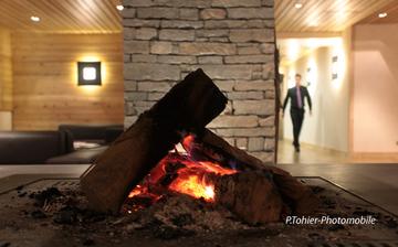 Chalet mont vallon lobby cheminee