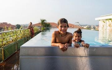 Freibad mit Ausblick! Der Dach-Pool Ihrer Komfort-Residenz Villa Romana, direkt in Frejus Plage.