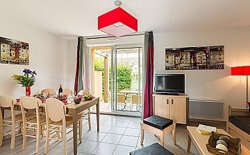Montignac, Südfrankreich · Ferienhäuser · Les Bastides de Lascaux · Wohn-/Essbereich