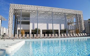 Sommerurlaub Südfrankreich. Das Schwimmbad der Residenz Nakara, direkt in Cap d'Agde.