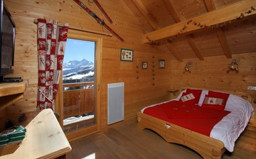 Chalet Le Jardin d'Hiver · Ihr Chalet in La Toussuire / Skigebiet Les Sybelles · Schlafzimmer mit französischem Doppelbett