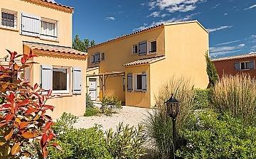 Ferienhäuser der Residenz L'Oustau de Sorgue in L'Isle sur la Sorgue ∙ Provence ∙ Südfrankreich