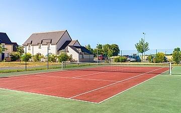 Tennisplatz der Ferienhaus-Residenz Les Jardins Renaissance in Azay-Le-Rideau