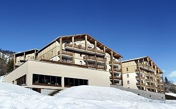 Ihre Residenz Le Village de Praroustan ****, Ferienwohnungen in Pra Loup. Erleben Sie Winterurlaub für die ganze Familie in den französischen Alpen.