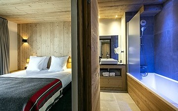 Schlafzimmer, Bad/Dusche · Alpe d'Huez Chalet Wellness - Les Chalets du Daria · Skireisen / Skiurlaub in Alpe d Huez