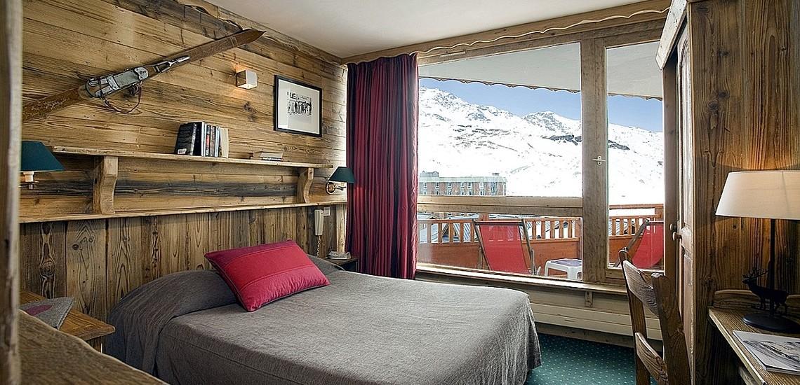 Hotel Les 3 Vallées · Val Thorens · Schlafzimmer mit Doppelbett