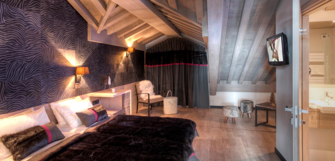 Schlafzimmer in einer Ferienwohnung der Unterkunft Village Montana Plein Sud, direkt an den Pisten von Val Thorens. Skiurlaub, Winterurlaub inklusive Skipass! Skifahren in den französischen Alpen - pistennahe Ferienwohnungen in der Komfort-Unterkunft Residenz Montana Plein Sud, im Skigebiet Les 3 Vallees (Trois Vallees), Val Thorens (2300 m).