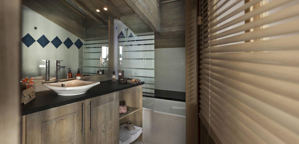 Badezimmer einer Ferienwohnung im  Le Telemark · Tignes · Skiurlaub in den französischen Alpen · Komfort-Unterkünfte direkt an der Piste