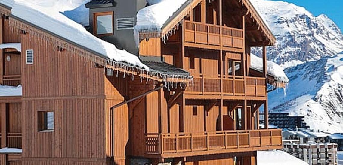 Skiurlaub in Frankreich, direkt an der Piste. Die Residenz Village Montana -   Les Airelles. Tignes, französische Alpen.