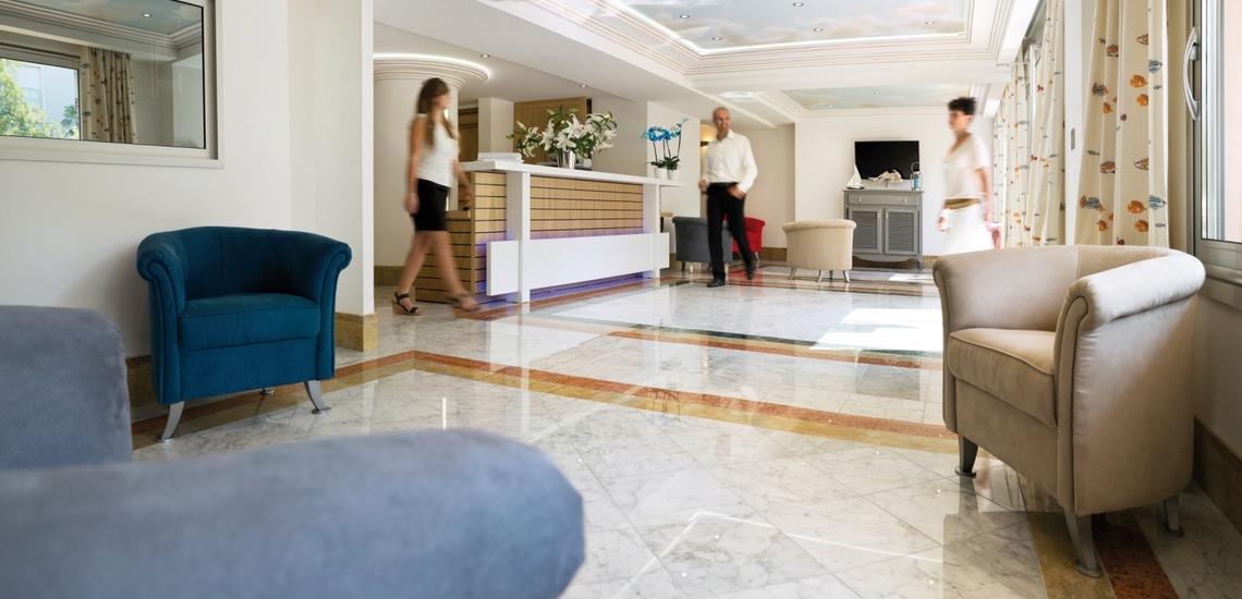Rezeptions-Salon Ihrer Ferienresidenz Villa Romana - Frejus Plage - Cote d'Azur - Traum-Sommerurlaub in Südfrankreich