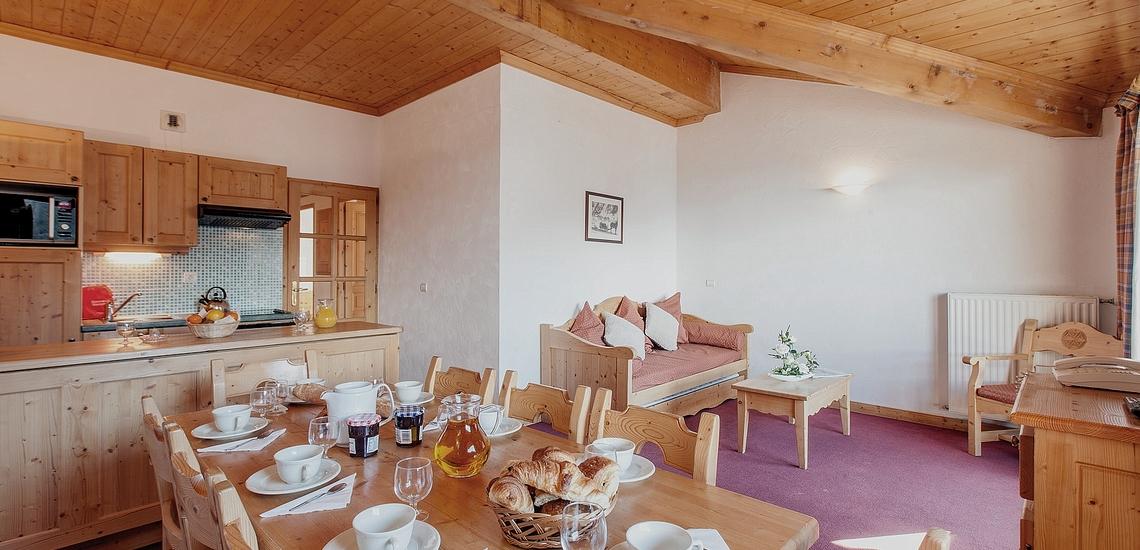 Küche & Essplatz  ∙ Ferienwohnungen, Les Menuires, Trois Vallees ∙ Les Chalets de l'Adonis
