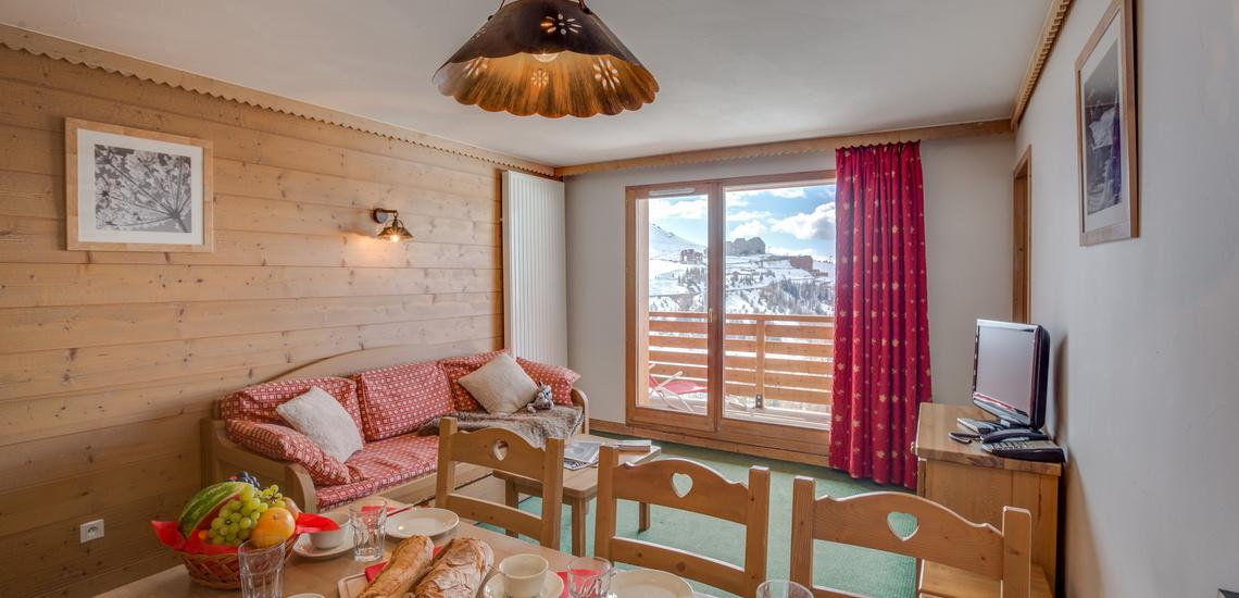 Blick auf die Pisten in einer Ferienwohnung der Residenz Sun Valley ∙ La Plagne Soleil ∙ Paradiski La Plagne