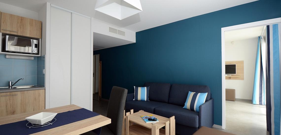 Urlaub in Südfrankreich geniesen. Wohnzimmer und Essbereich im Ferienhaus Ihrer Ferienresidenz Nakara  •  Cap d'Agde  •  Südfrankreich