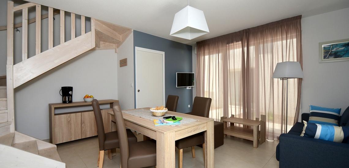 Wohnzimmer in einem Ferienhaus der Ferienresidenz Nakara  •  Cap d'Agde  •  Südfrankreich