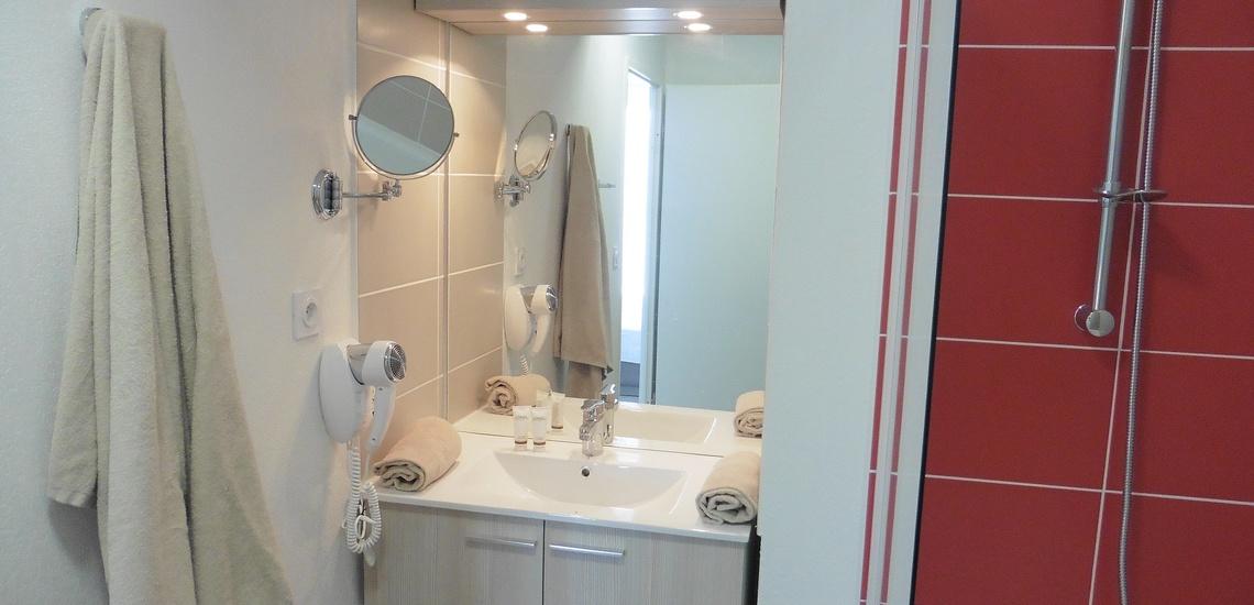 Dusche in einer Ferienwohnung der Ferienresidenz Nakara  •  Cap d'Agde  •  Südfrankreich