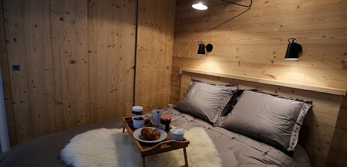 Chalet les Clots · Valloire · Schlafzimmer mit französischem Doppelbett