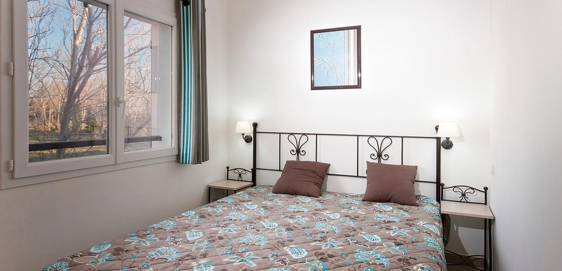 Schlafzimmer in einem Ferienhaus der Residenz L'Oustau de Sorgue ∙ Ferienhäuser in L'Isle sur la Sorgue ∙ Provence ∙ Südfrankreich