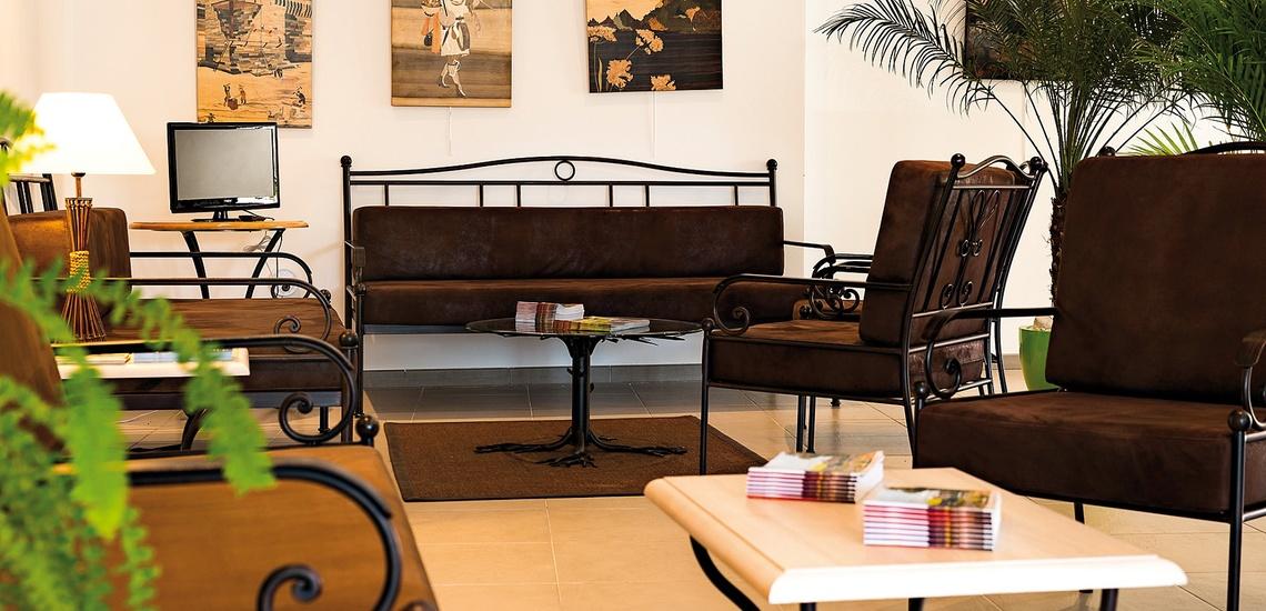 Salon der Residenz L'Oustau de Sorgue ∙ Ferienhäuser in L'Isle sur la Sorgue ∙ Provence ∙ Südfrankreich