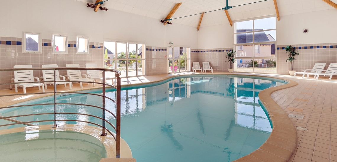 Pool in der Residenz Les Jardins Renaissance in Azay-Le-Rideau · Ferienhäuser im Loire-Tal, Pays de la Loire, Frankreich