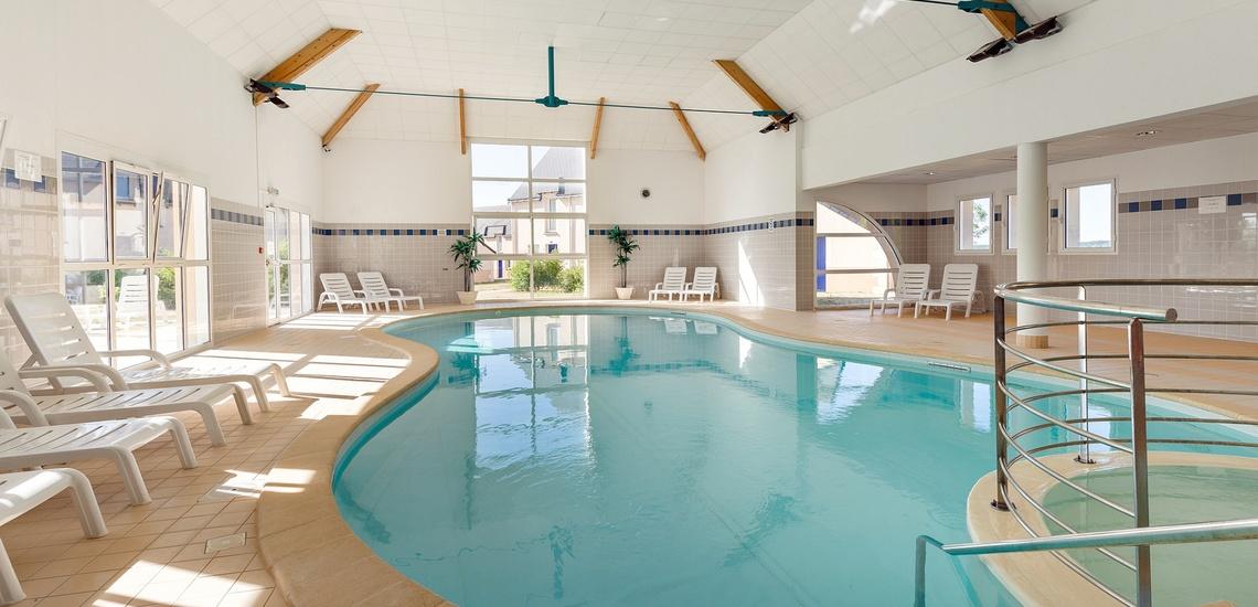 Pool der Residenz Les Jardins Renaissance in Azay-Le-Rideau · Ferienhäuser im Loire-Tal, Pays de la Loire, Frankreich